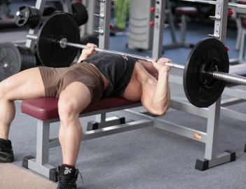 Какие мышцы работают в жиме лежа