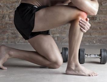 Боли в коленях при приседании: причины и решения