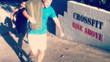 Необычная нагрузка в кроссфите: мешок с песком