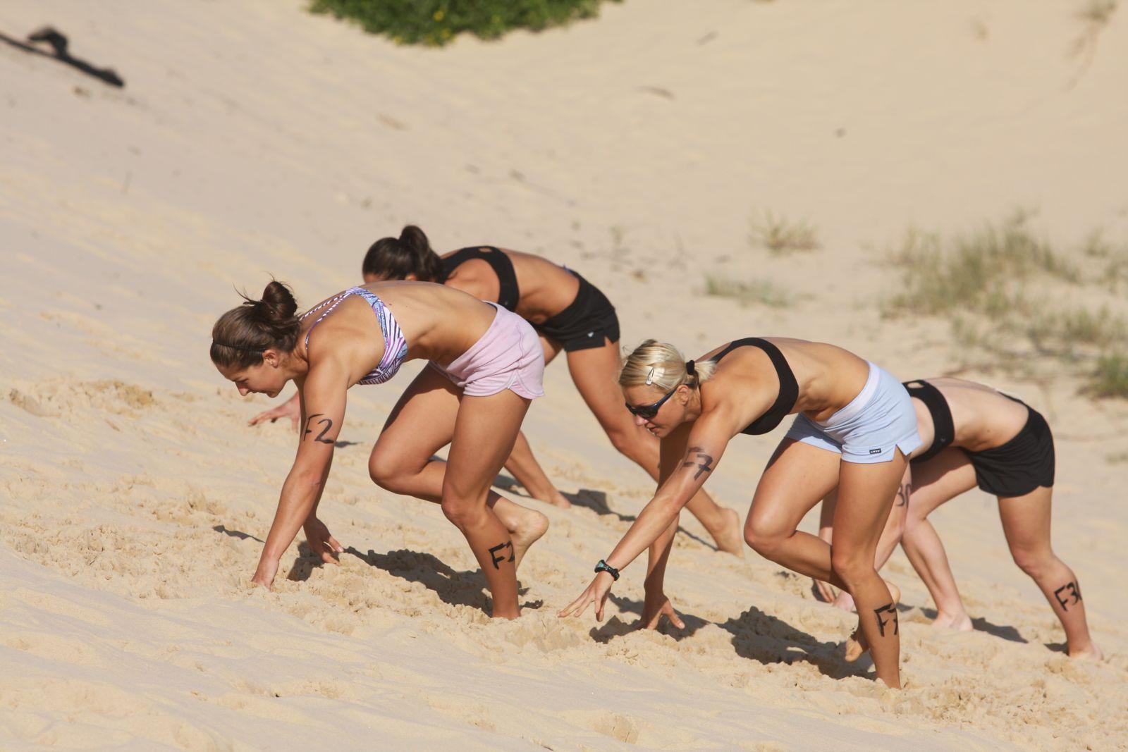 Фото девушки фитнес на пляже 13 фотография