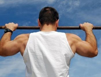 Упражнения на турнике для плеч